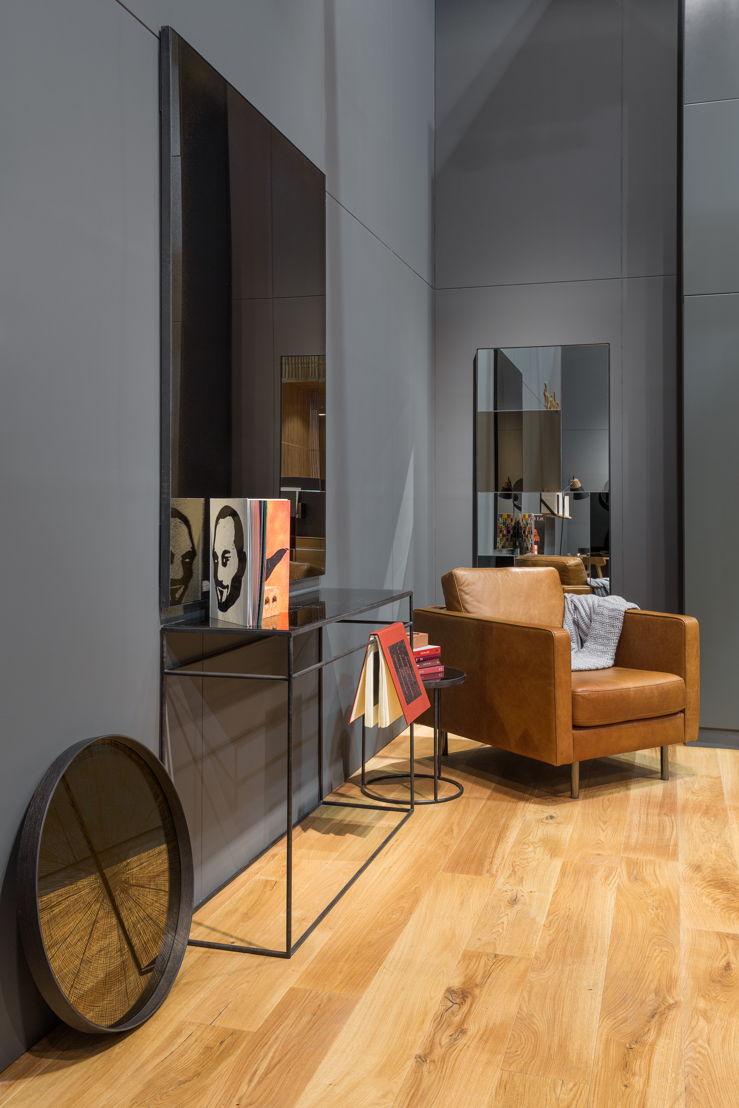 Ethnicraft Salone del Mobile 2017 - Ethnicraft   N501 sofa old saddle - Notre Monde M Mirror - Notre Monde console & rectangular mirror