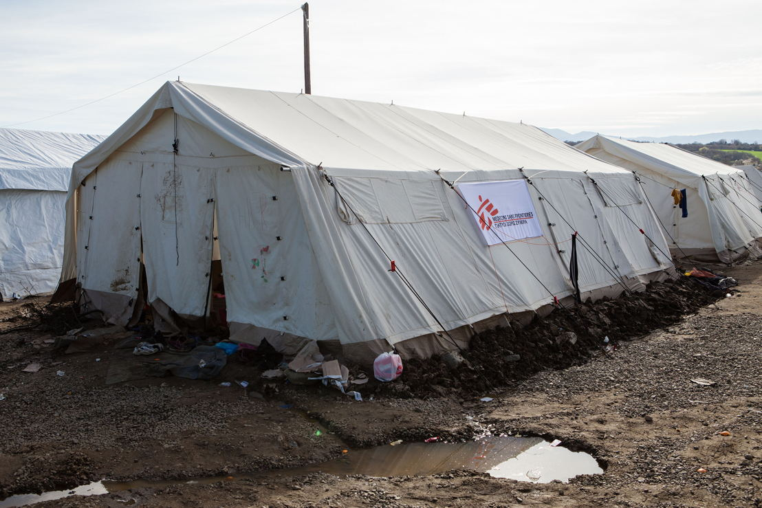 Seven Syrian families sleep together in this 42 sqaure meter tent provided by Medecins Sans Frontiers (MSF) to increase the commodation capacity of the transit camp at Idomeni, close to the Greek - FYROM border in Northern Greece. Photographer: Alex Yallop