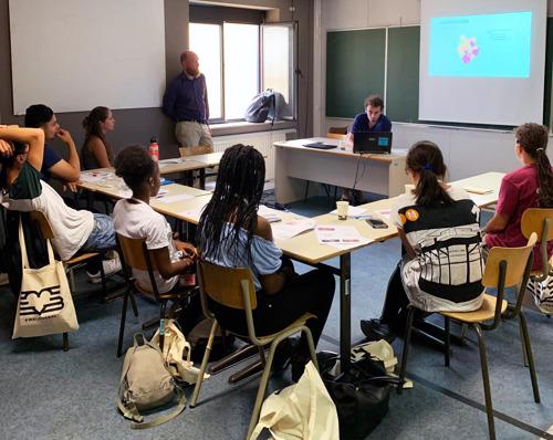 WeLoveBXL amène l'université à Molenbeek… avec le soutien de 12 volontaires de Telenet !