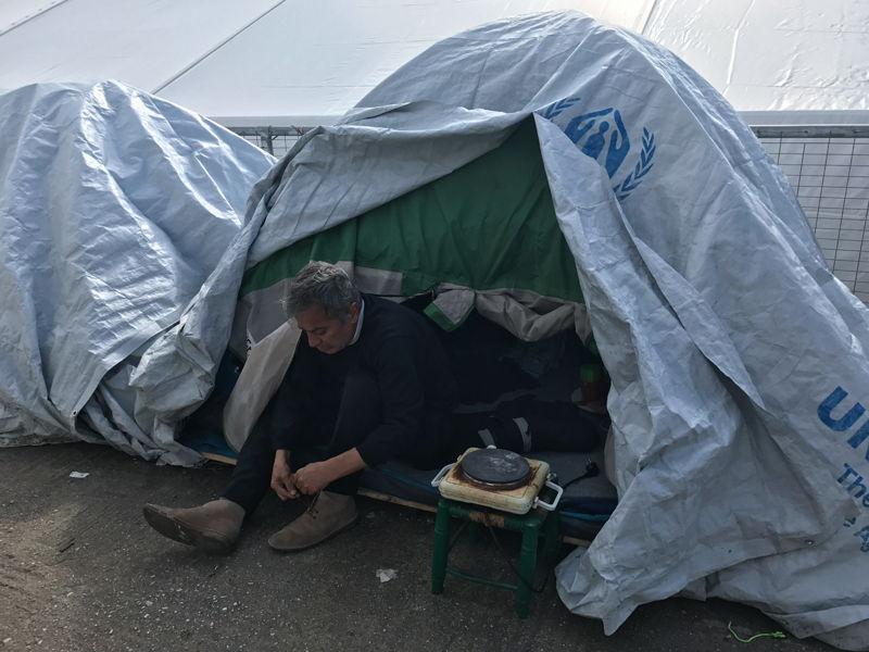 이라크에서 대학 교수로 일하던 자말(49). 정치적 이유로 난민이 된 그는 가족과 떨어져 오갈 데 없이 사모스섬에서 머물고 있다. ⓒMohammad Ghannam/MSF