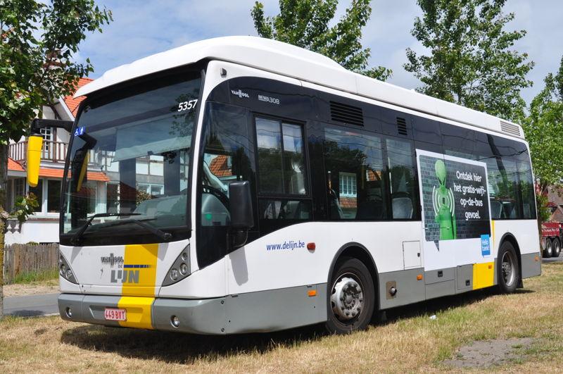 Een van de tien wifibussen voor Brugge en Kortrijk.