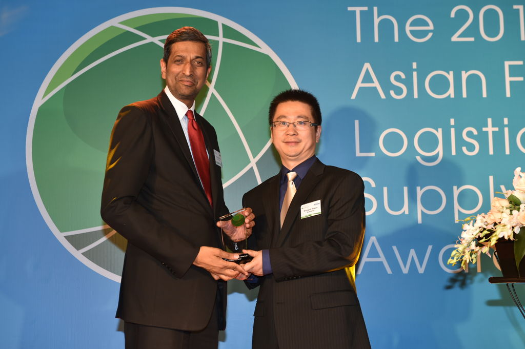 Ravishankar Mirle, VP Cargo Commerical Operations - Far East and Australasia accepting the award for Emirates SkyCargo.