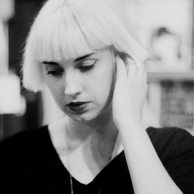 Molly Nilsson<br/>https://soundcloud.com/dsa-music