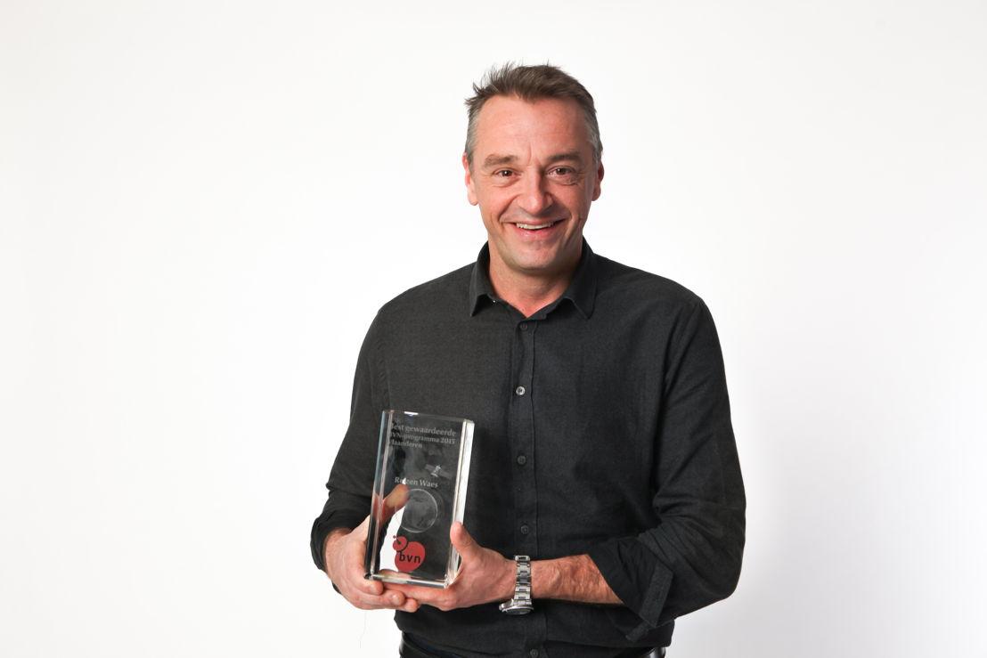 Tom Waes wint de BVN-trofee (c) VRT/Geert Van Hoeymissen