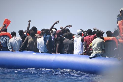 MSF y SOS Mediterranée piden un lugar seguro para el desembarco de las personas rescatadas por el Ocean Viking