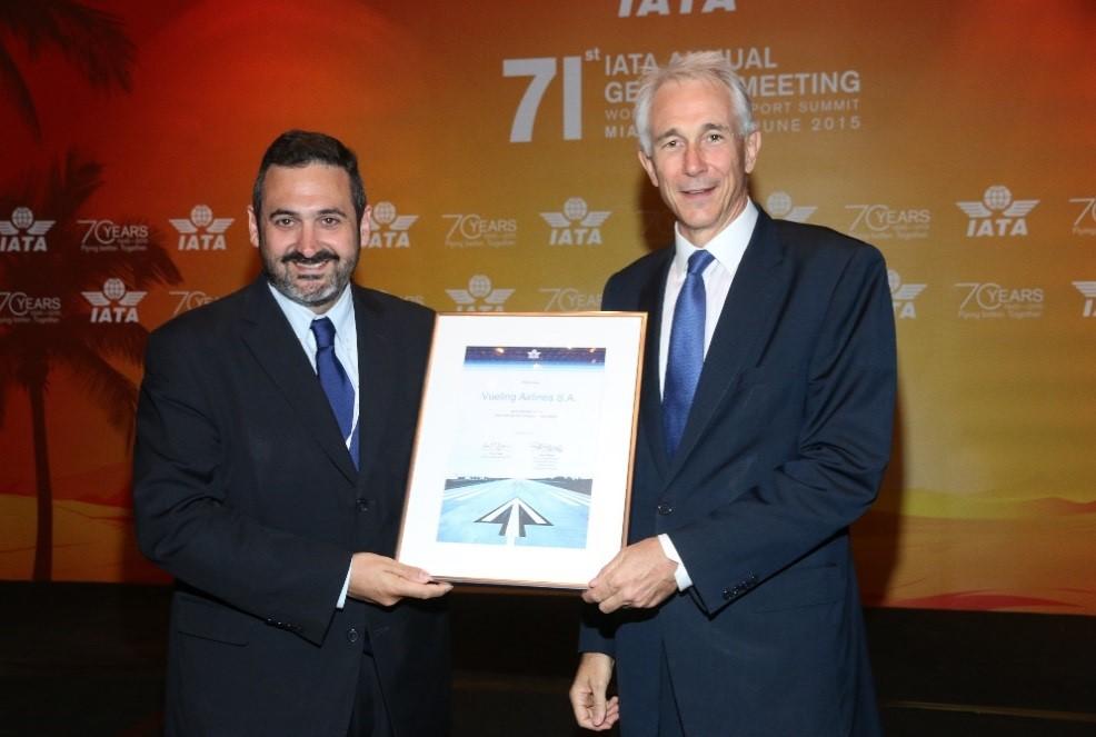 Alex Cruz,  Chairman et CEO de Vueling & Tony Tyler, Director General et CEO de IATA