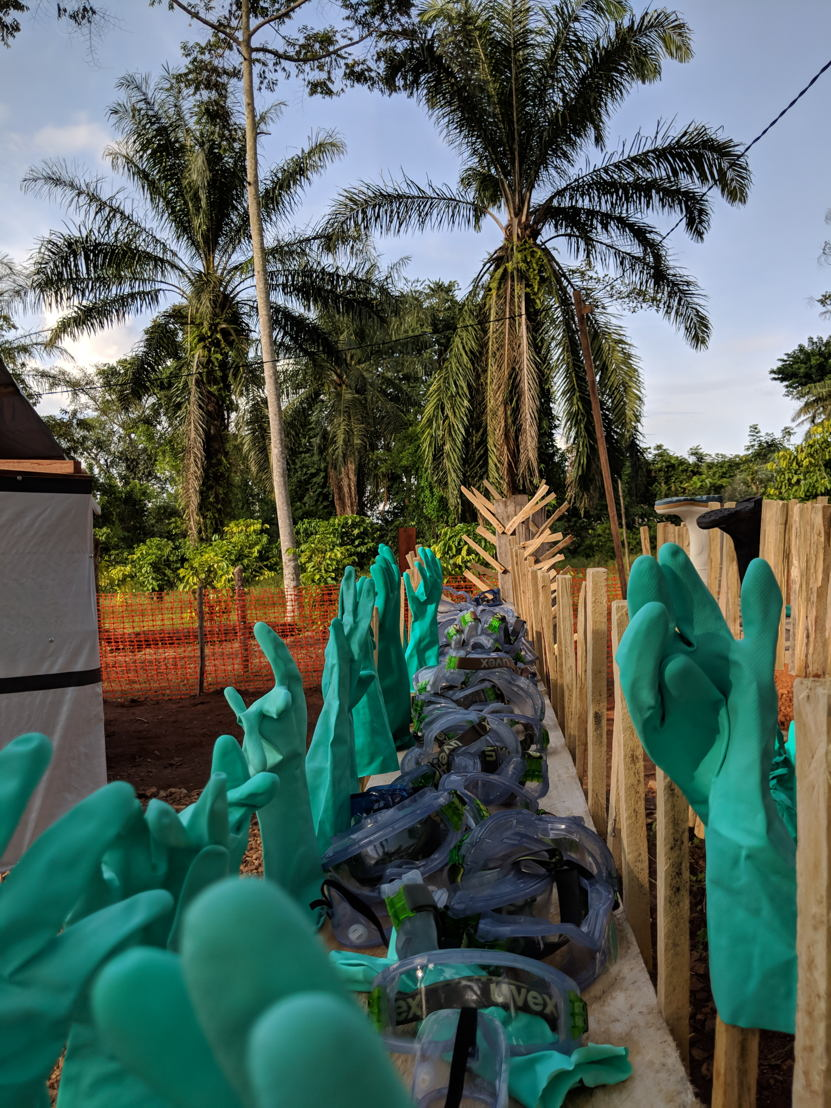 Ski goggles, gloves and coconut trees: this is Ebola. Glasses and gloves are part of the security dressing (PPE) to enter the area at risk). They are decontaminated after each exit of the staff and put to dry. Photographer: Karin Huster/MSF