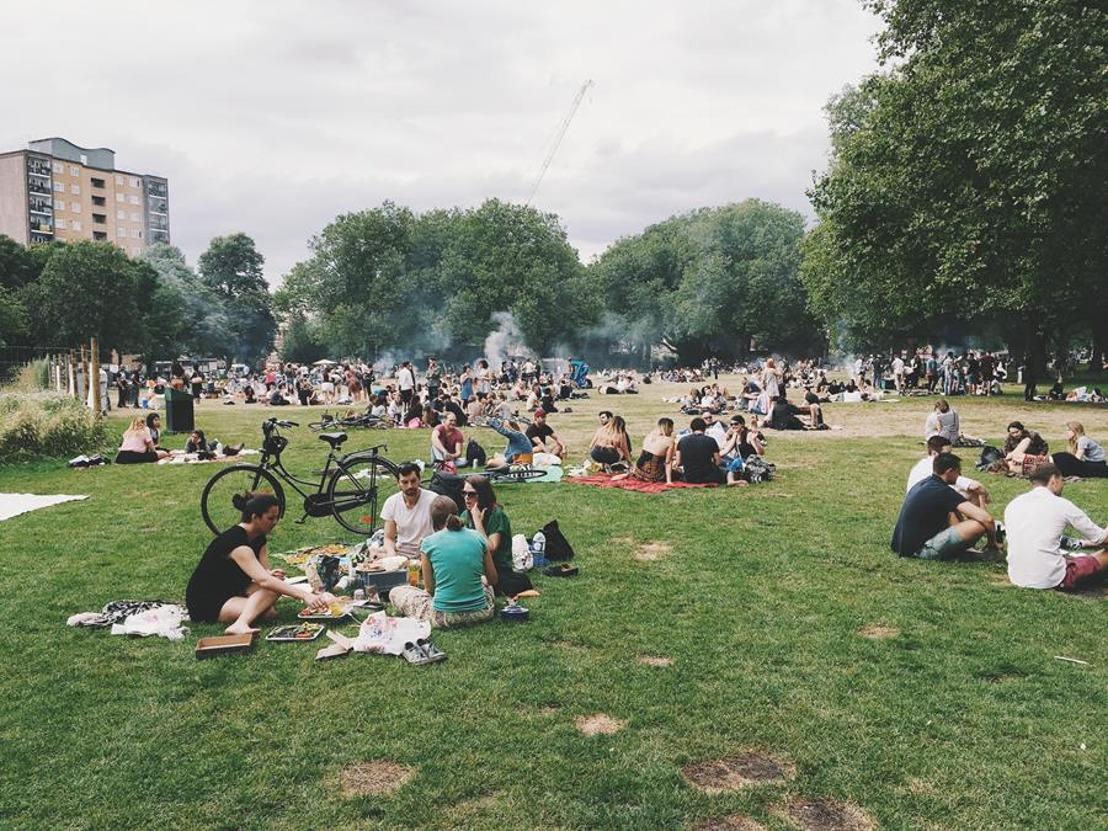 Ontvang op zaterdag 22 juni een gratis picknick na de « 5 Minutes Park Clean Up », een initiatief van Deliveroo.