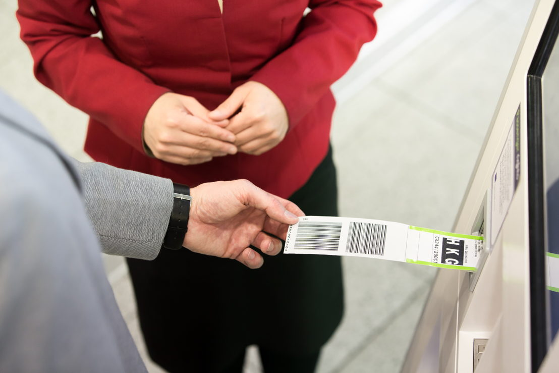 Cathay Pacific passengers can now check-in, print their bag tags, and drop off their luggage in under just a minute at London Gatwick Airport.