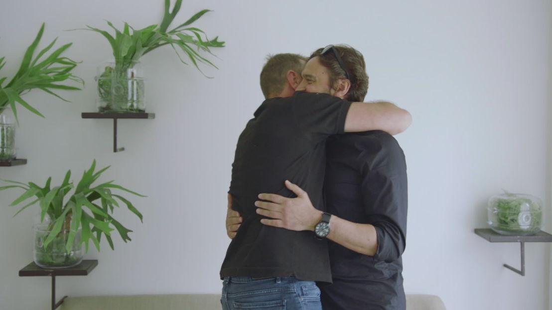 Tom Waes en zijn broer in Het huis (c) VRT