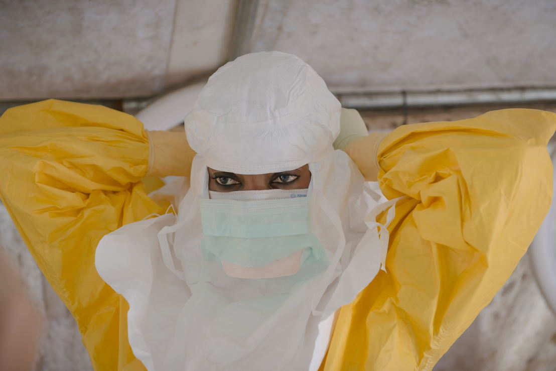 MSF staff dressing in PPE to enter the high risk zone at MSF ETC in Donka, Conakry. Photographer: Yann Libessart/MSF