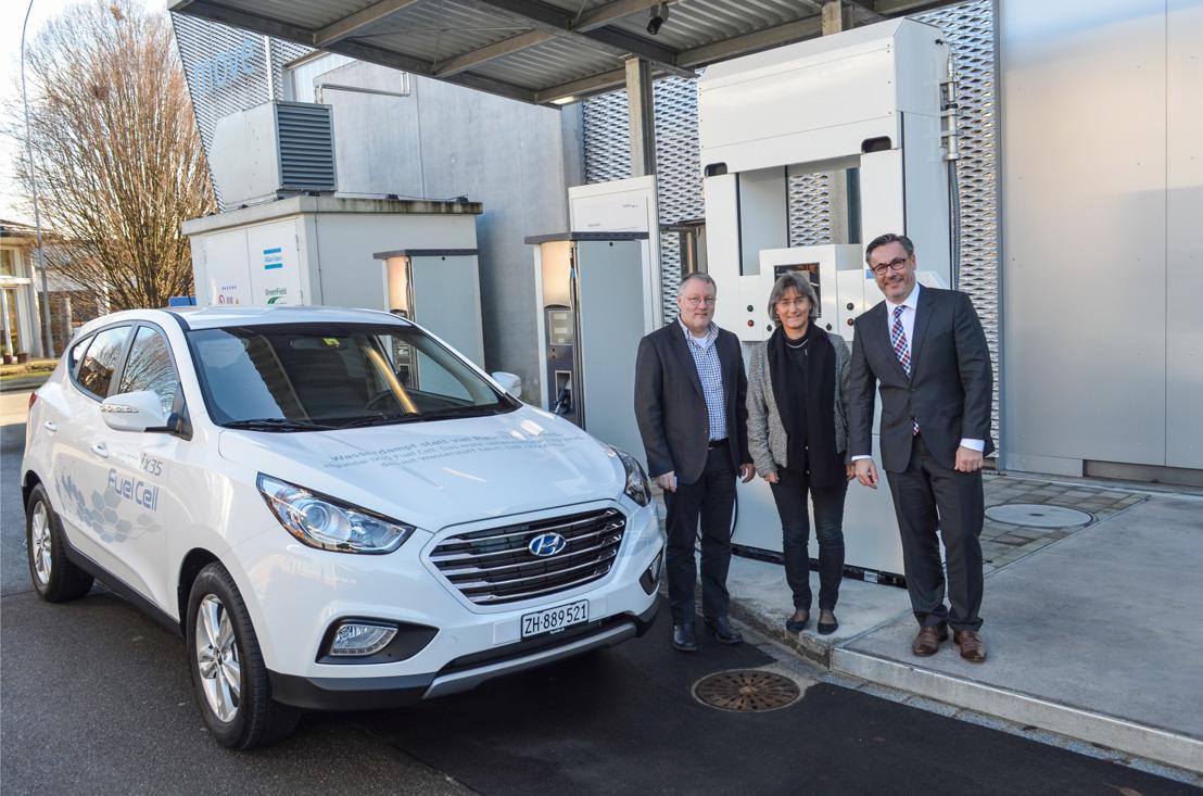 Schweizer Privatkunde und die Empa in Dübendorf setzen das weltweit erste serienmässige Wasserstofffahrzeug von Hyundai ein