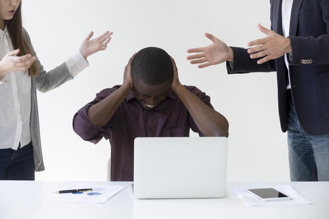 Bijna 4 op de 10 kantoormedewerkers storen zich aan lawaai op de werkvloer