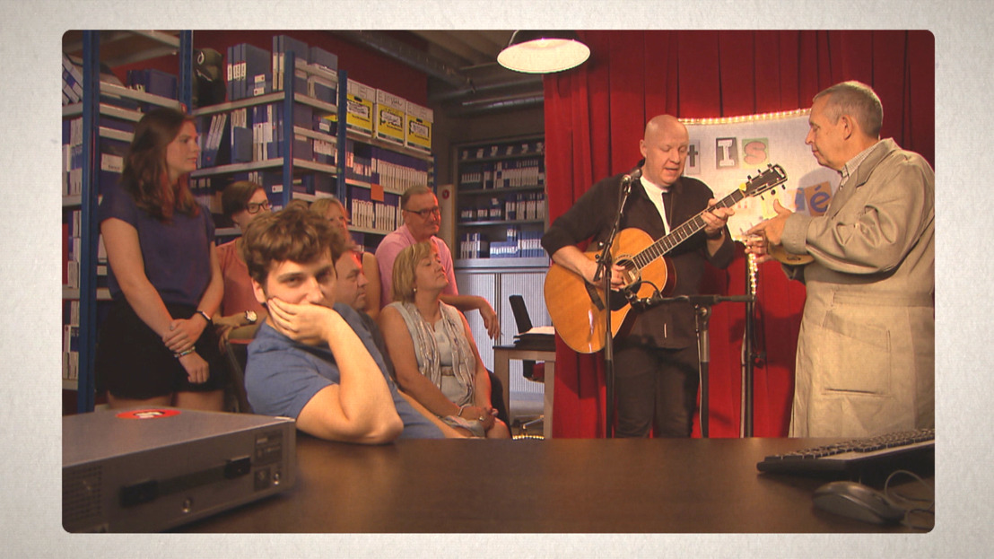 Frank Vander linden steelt de show in een nieuwe aflevering van 't Is Gebeurd