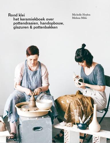 'Rond klei', het keramiekboek over pottendraaien, handopbouw, glazuren en pottenbakken