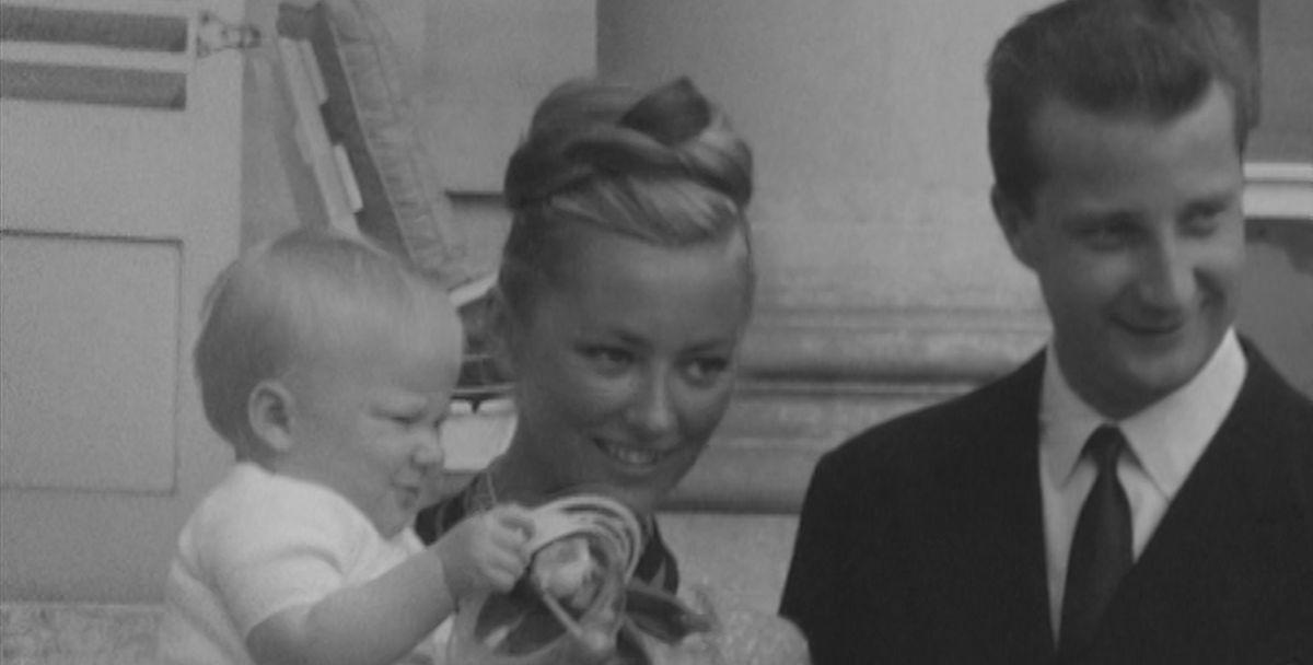 Albert, Paola en baby Filip - (c) VRT