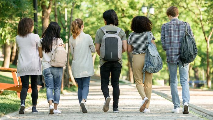 Hoe vlot vinden Brusselse jongeren hun weg naar de arbeidsmarkt?