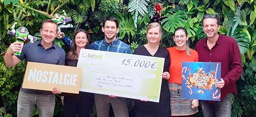 """Nostalgie Magic Tour : Bebat vient de remettre un merveilleux chèque à """"Arc-en-Ciel"""" !"""