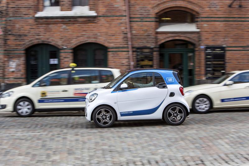 car2go_smart453_street-and-taxi.jpg