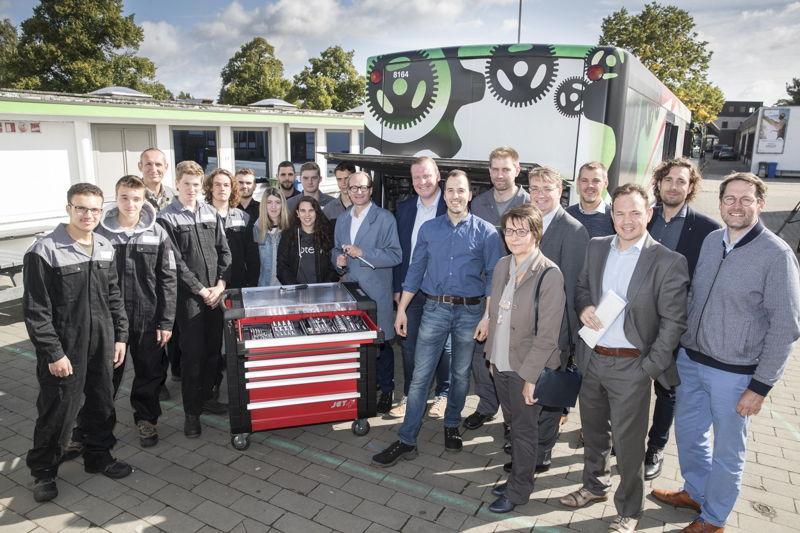 De volledige ploeg van De Lijn, TA Keerbergen, KTA2 Hasselt en Crescendo CVO