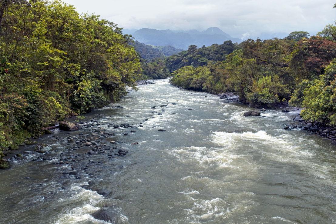Río de montaña ecuatoriano
