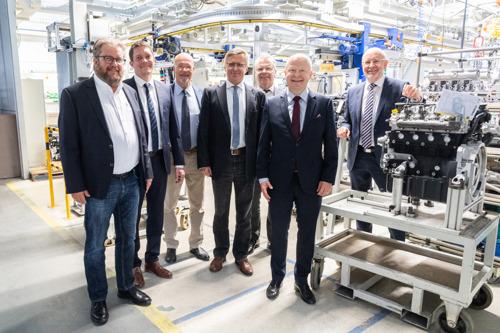Hochrangige FDP-Delegation besichtigt Motorenfabrik Hatz