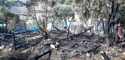 Un incendio deja a 600 refugiados sin alojamiento en el campo de Samos