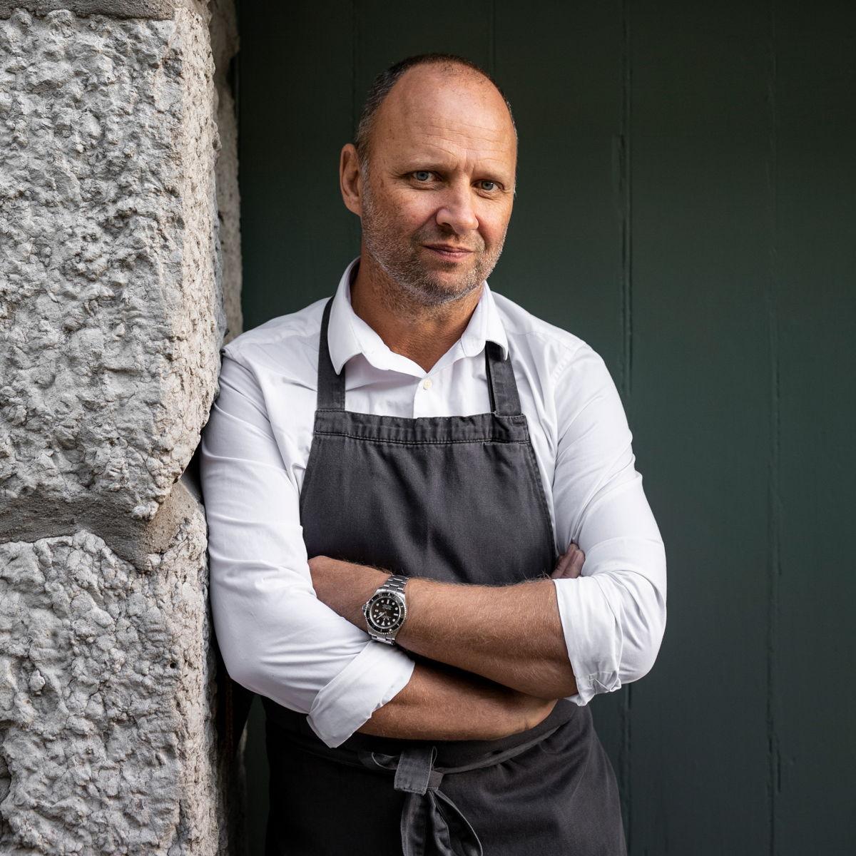 Chef Simon Rogan (L