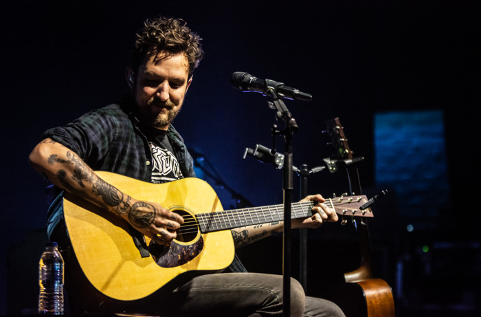 Frank Turner upgrades his wireless microphone system with Sennheiser Digital 6000