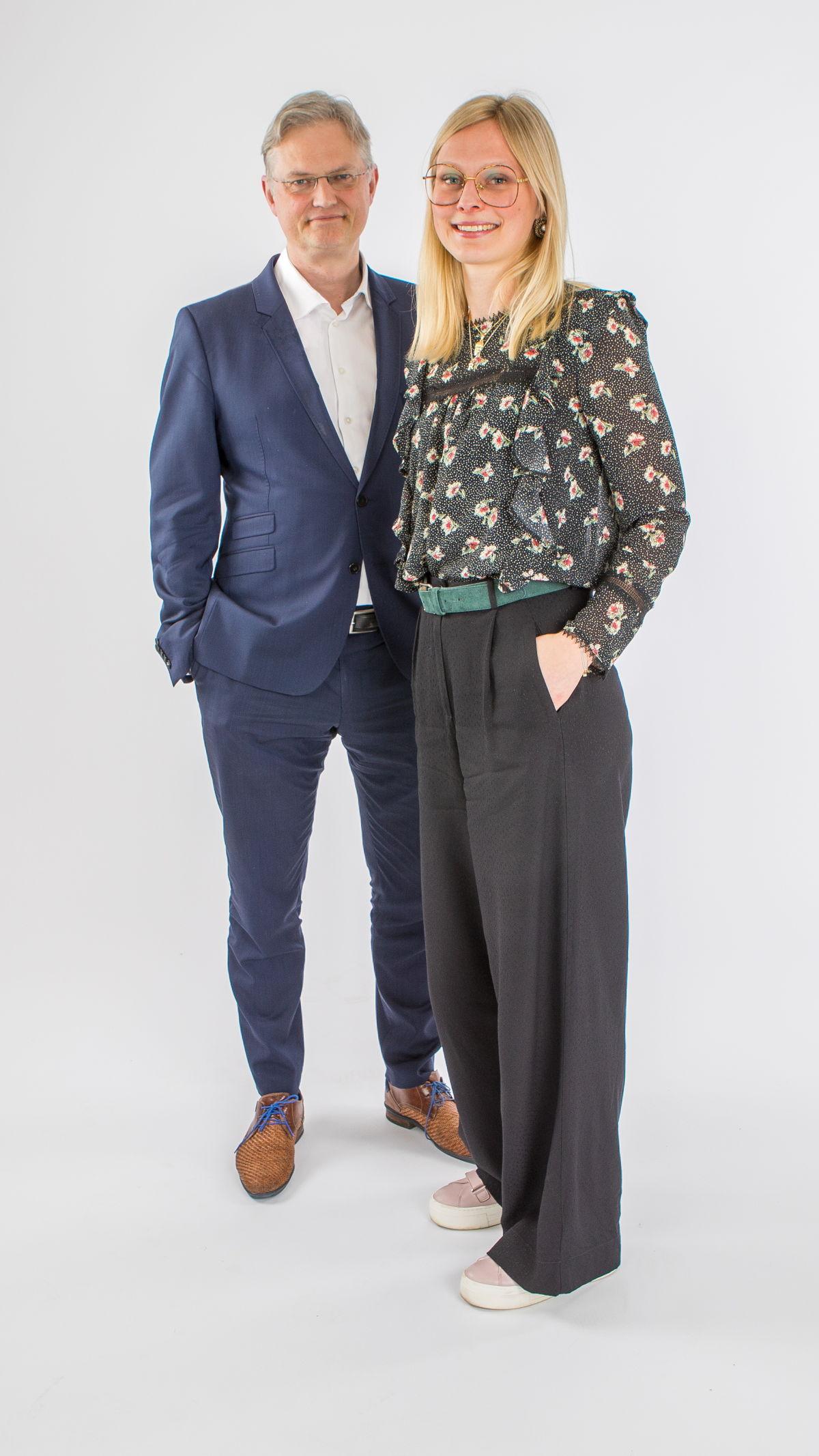 Ombudsman Tim Pauwels en Klachtencoördinator Anabel Coremans (c) VRT