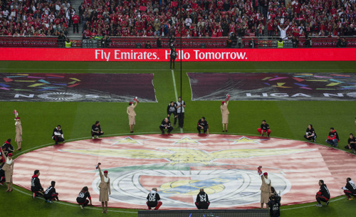 Emirates gets Benfica fans on their feet