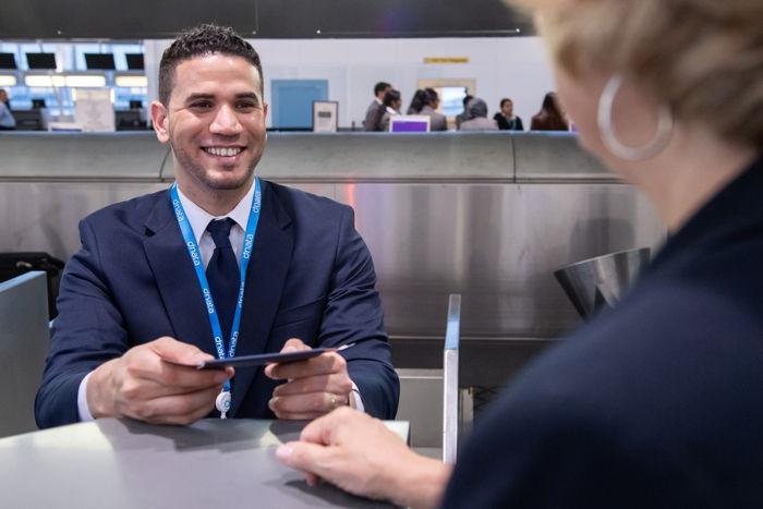 "Preview: دناتا تقدم خدمات للركاب في مطار"" نيويورك جيه اف كيه"""