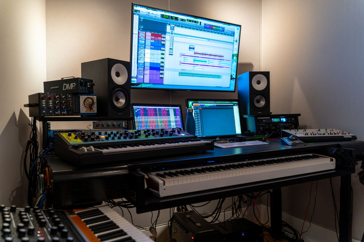 Guerra uses Amphion One18 monitors as an essential part of his composition and production signal flow.