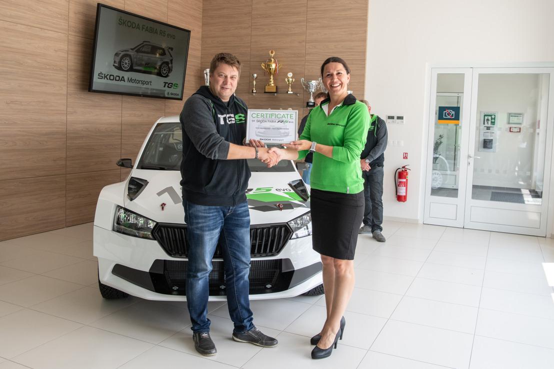 ŠKODA Motorsport starts delivery of new rally car ŠKODA FABIA R5 evo
