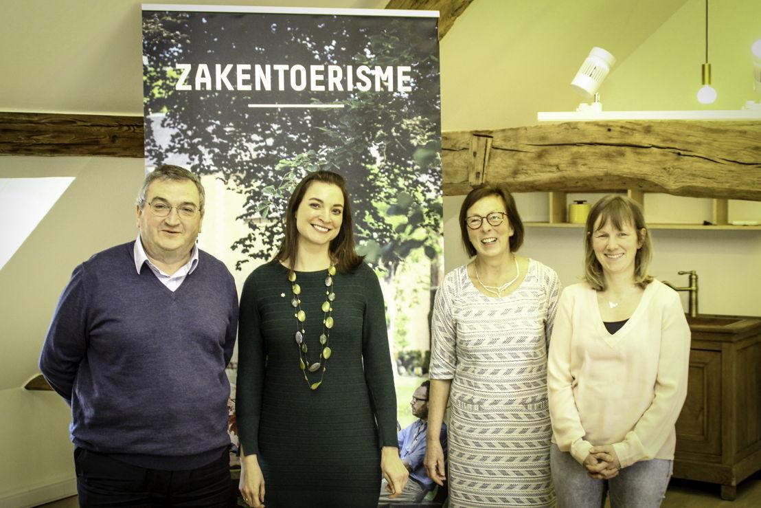 Links: Luc Hagemans, voorzitter, rechts Nele Smets alg. Dir. midden Liesbeth Vandenbeghe.
