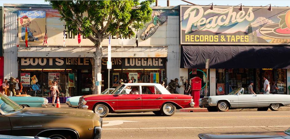 Fachadas vintage creadas para The Supply Sergeant y Peaches Records & Tapes | Crédito: Andrew Cooper, Columbia Pictures