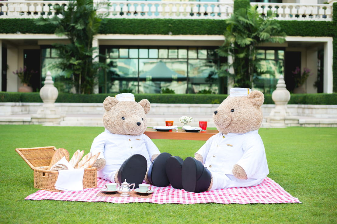 The Peninsula Bangkok: Picnic with the Teddy Bears