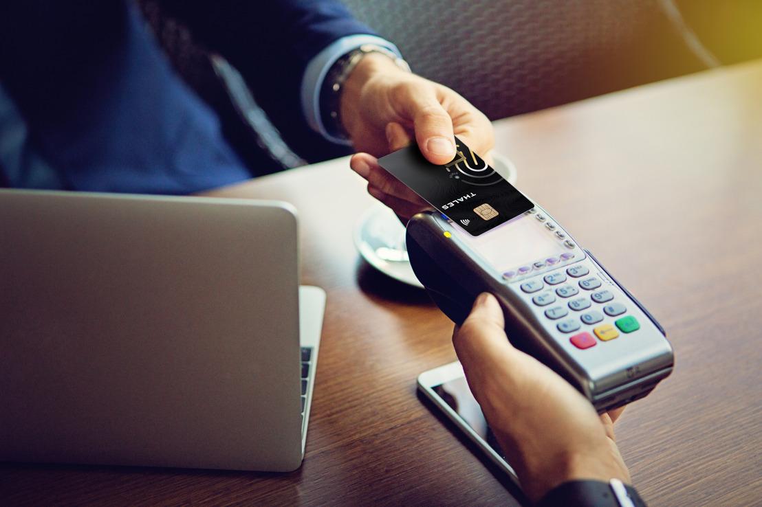 La carte de paiement biométrique de Thales : une innovation sécurisée à portée de doigt