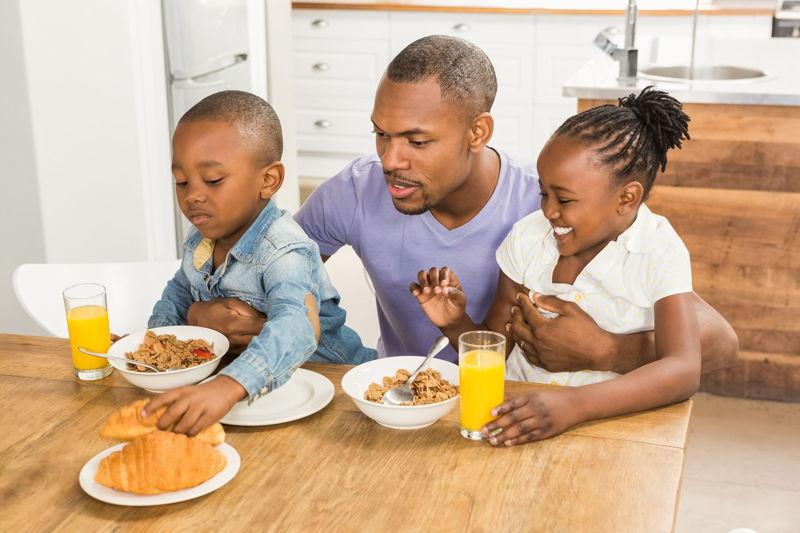 Famiglia colazione_2