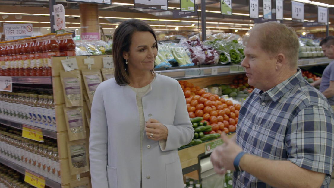 DR JOANNA MCMILLAN SHOWS PARTICIPANT ANDREW SOME HEALTHY GROCERY OPTIONS