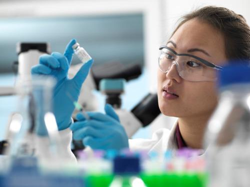 Pfizer en BioNTech kiezen toonaangevend mRNA-kandidaat-vaccin tegen COVID-19 en starten wereldwijd cruciaal fase 2/3-onderzoek