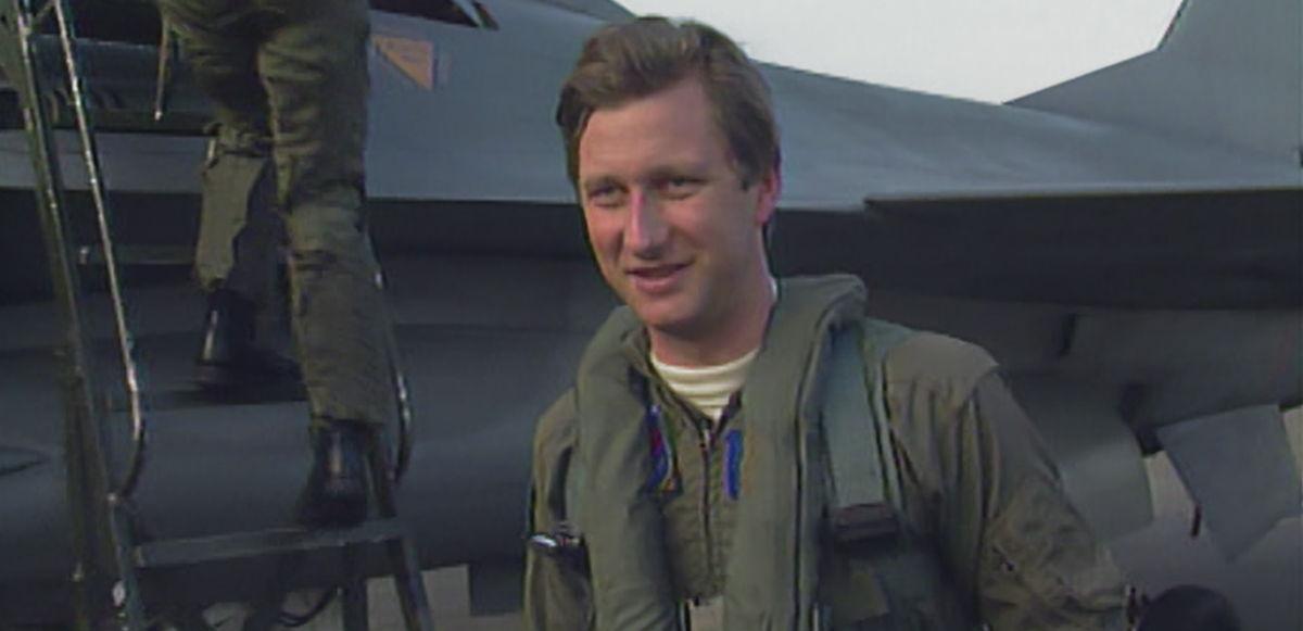 Filip komt uit een Mirage-gevechtsvliegtuig - (c) VRT