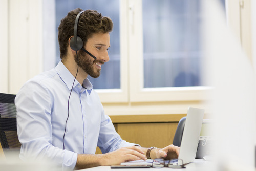 KBC verruimt bereikbaarheid voor klanten met experiment zondagswerk in KBC Live, via vrijwillig telewerk.