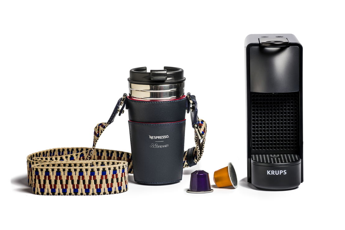Nespresso X Clio Goldbrenner set (Essenza Mini machine, unieke Clio bekerhouder, Travel Mug & de 5 favoriete sleeves van Clio): €169