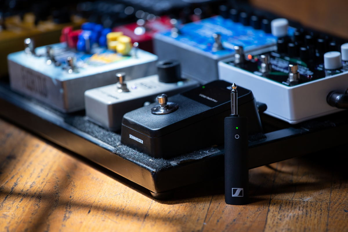 The XSW-D Pedalboard Set features a built-in guitar tuner