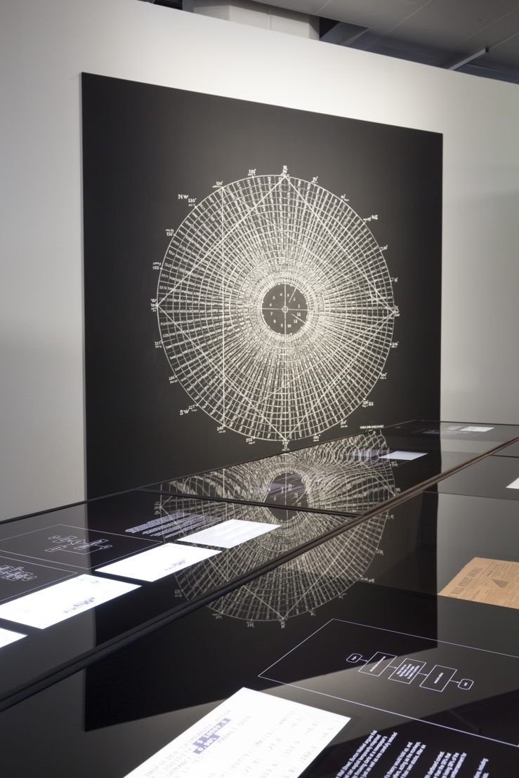 The Algoritmic Treading Freak Show<br/>RYBN.ORG<br/>Imagen de Anatole Serexhe cortesía de ZKM | Center for Art and Media Karlsruhe