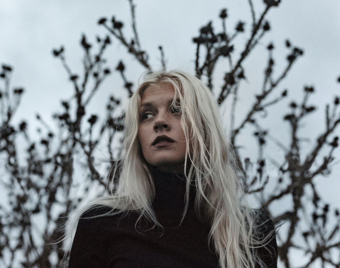 Ice Blonde: Fascination for Cold Light
