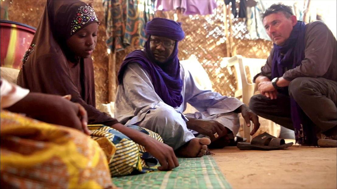 Rudi Vranckx en Chappa in Niger - (c) VRT