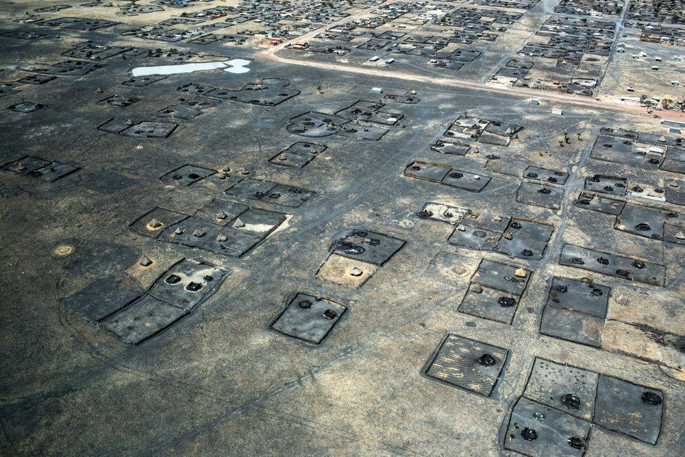 Decenas de viviendas quemadas en la ciudad de Leer, febrero de 2014. El hospital de MSF en la ciudad también fue saqueado, quemado y destruido, junto con la mayor parte de la cudad. Era el único centro de atención sanitaria secundaria en el estado de Unidad. © Michael Goldfarb/MSF