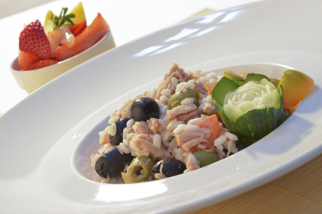 insalata di riso con tonno pomodorini e olive.jpg